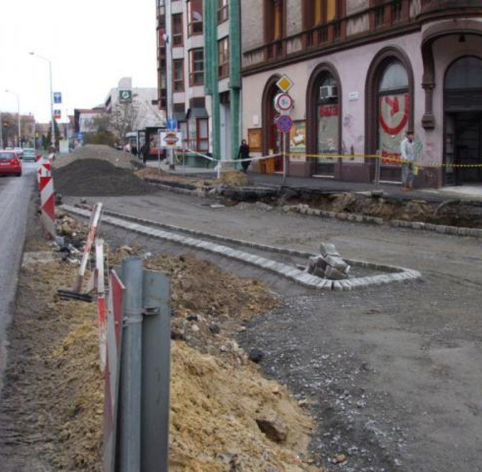 Pécs, Zsolnay-szobor körül csapadékcsatorna hálózat rekonstrukciója